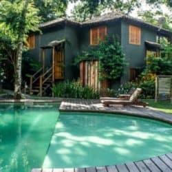 _00Foto Aquaville Ilhabela_piscina com a casa ao fundo
